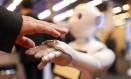 Um atendente que interage com pessoas e controla dados da loja foi destaque no Mobile World Congress do ano passado, em Barcelona, que teve como um dos temas principais a Internet das Coisas Foto: Chris Ratcliffe / Bloomberg/28-02-2017