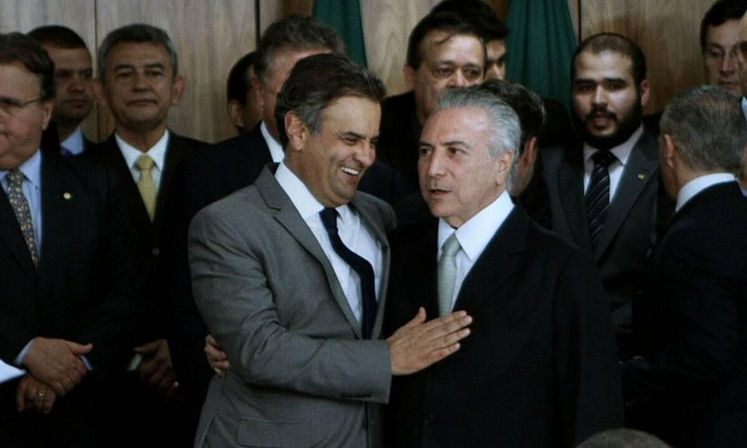 Aécio Neves e Michel Temer estão entre os políticos que aparecem no filme