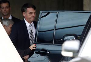 O presidente eleito, Jair bolsonaro, deixa o gabinete de transição no CCBB Foto: Jorge William / Agência O Globo