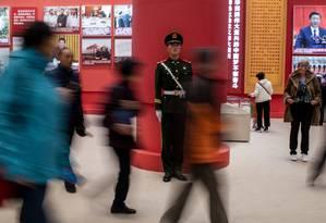 Policial paramilitar faz guarda no Museu Nacional da China, em Pequim Foto: FRED DUFOUR / AFP