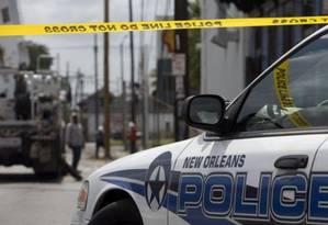 Policiais cercam rua após tiroteio que deixou três mortos, em julho Foto: Reuters