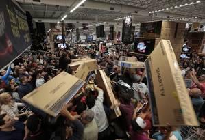 Antes de ir às compras, confira a reputação das lojas Foto: Leonardo Benassatto/24-11-2017 / Agência O Globo