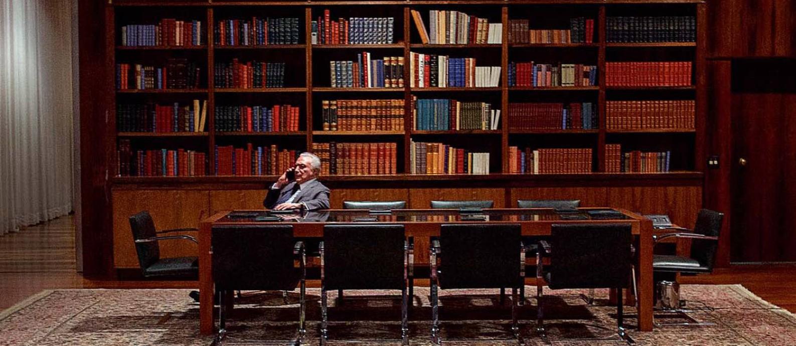 Na biblioteca do Palácio da Alvorada, aonde Temer quase nunca vai. A agenda de final de mandato é mínima Foto: Daniel Marenco / Agência O Globo