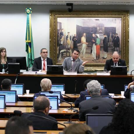 Deputados trocam farpas durante sessão na comissão especial que discute o projeto Foto: Vinicius Loures / Divulgação/Câmara dos Deputados