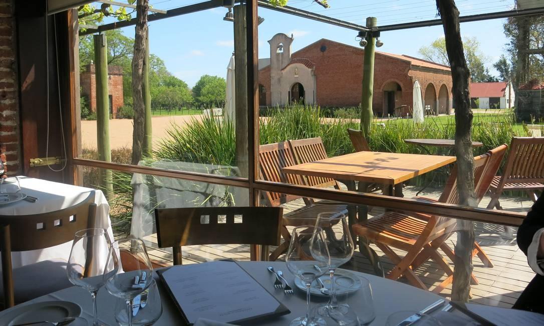 Instalações do restaurante da Bodega Bouza, onde se pode apreciar uma surpreendente carta de vinhos locais Foto: Elisa Torres / .