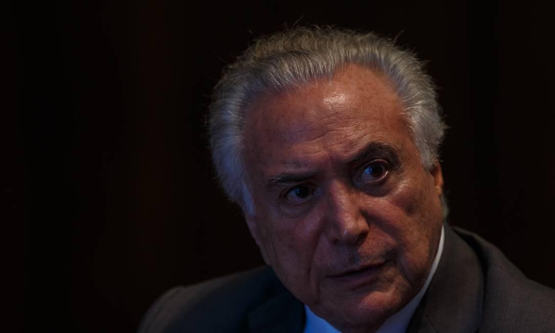 Temer durante a entrevista a ÉPOCA no Palácio da Alvorada Foto: Daniel Marenco / Agência O Globo