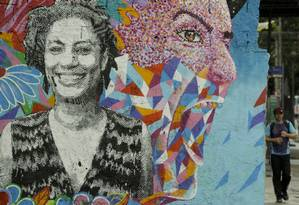 Grafite em homenagem a vereadora do PSOL na rua João Paulo I, no Rio Comprido. Foto: Gabriel de Paiva / Agência O Globo