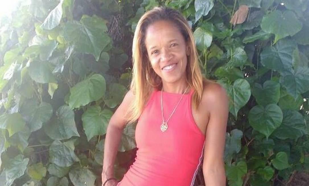 Edna foi baleada no momento em que estava perto do seu comércio, em Senador Camará, informaram parentes Foto: Reprodução/Facebook