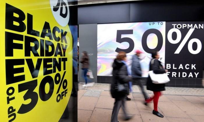 """Existem duas teorias para o surgimento do termo """"Black Friday"""" Foto: Toby Melville / Reuters"""