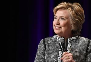 Em junho de 2017, Hillary Clinton fala durante evento em Nova York Foto: ANGELA WEISS / AFP