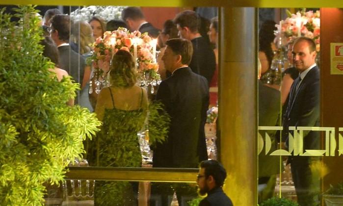 O presidente eleito Jair Bolsonaro, acompanhado da mulher, Michelle, no casamento de Onyx Lorenzoni com a assessora parlamentar Denise Veberling, no Clube do Congresso, em Brasília. Foto: Marcello Casal Jr / Agência Brasil