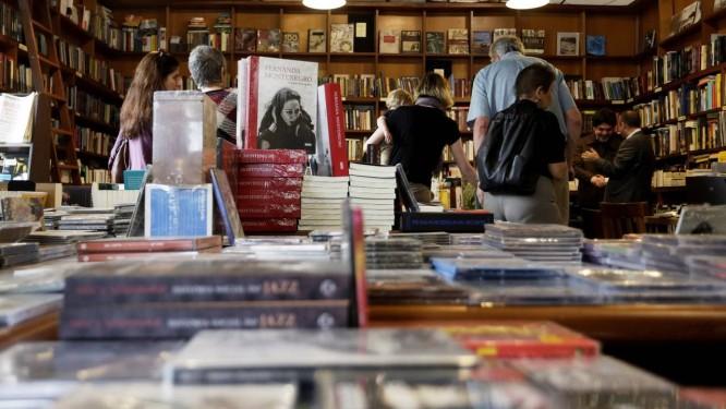 Entre os internautas do Twitter, livros são os produtos mais procurados Foto: Gustavo Miranda / Agência O Globo