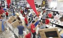 Filial do Extra na Barra da Tijuca: dia de compras Foto: Marcos Ramos - Agência O Globo