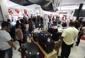 Cariocas foram às compras nesta Bçack friday Foto: Pedro Teixeira / Agência O Globo