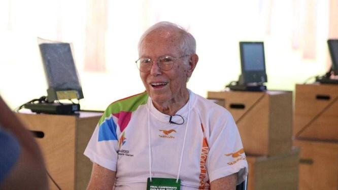 Edmar Salles, de 92 anos, compete em Deodoro Foto: Carol Bittencourt / Divulgação CBTE