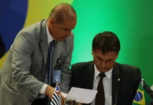 O presidente eleito, Jair Bolsonaro, com o futuro ministro da Casa Civil, Onyx Lorenzoni Foto: Jorge William / Agência O Globo
