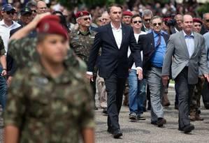 Bolsonaro marcha na comemoração da Brigada de Infantaria Paraquedista Foto: FERNANDO SOUZA / AFP