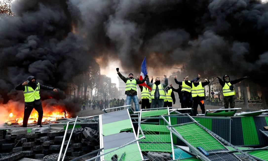 https://ogimg.infoglobo.com.br/in/23258248-456-ea1/FT1086A/652/TOPSHOT-FRANCE-SOCIAL-POLITICS-ENVIRONMENT-OIL-PROTEST.jpg