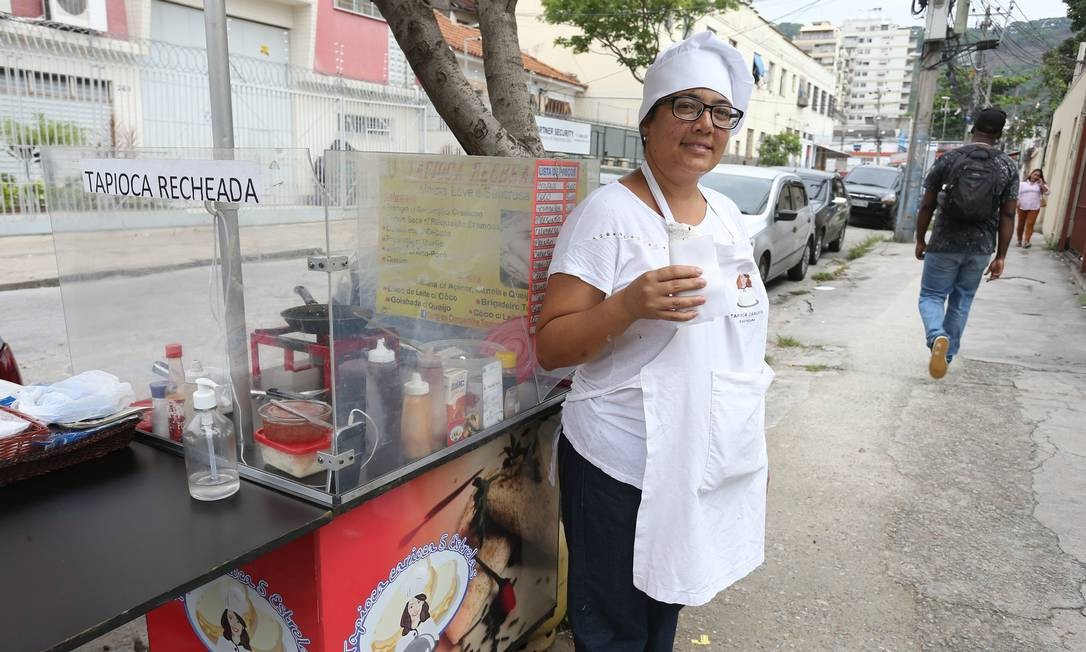 Andrea passou a vender tapioca em 2014 Foto: Pedro Teixeira / Agência O Globo