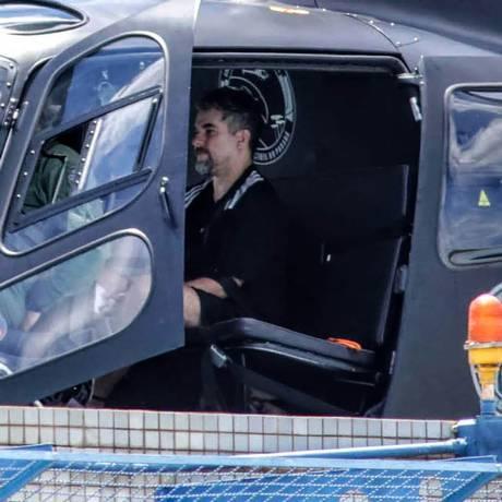 O traficante Marcelo Piloto ao ser levado por policiais do Paraná para presídio, após ser expulso do Paraguai Foto: Christian Rizzi / AFP