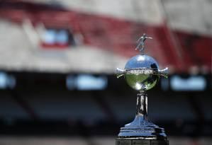 A Copa Libertadores terá que esperar mais para ver qual time irá erguê-la Foto: AGUSTIN MARCARIAN / REUTERS