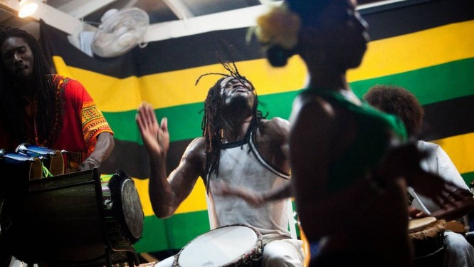 Noite de reggae em Negril, na Jamaica Foto: Piotr Redlinski / The New York Times