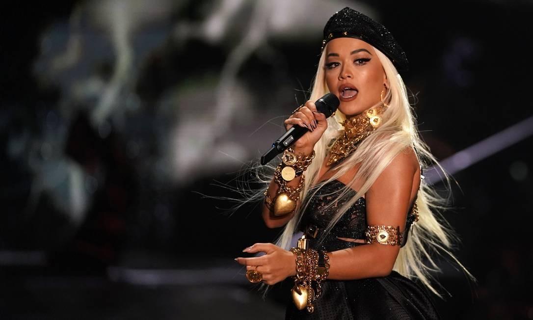 """Entre """"Ora"""" (2012) e """"Phoenix"""" (2018), Rita Ora travou batalhas judiciais e explorou outras carreiras Foto: TIMOTHY A. CLARY / AFP"""