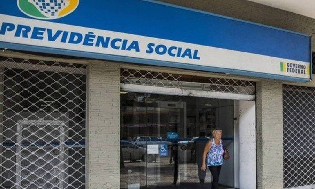 No processo de concessão automática, comparecimento ao INSS só acontece se segurado for chamado pelo instituto Foto: / Guito Moreto - Agência O Globo