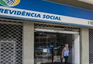 No processo de concessão automática, comparecimento ao INSS só acontece se segurado for chamado pelo instituto Foto: Guito Moreto - Agência O Globo