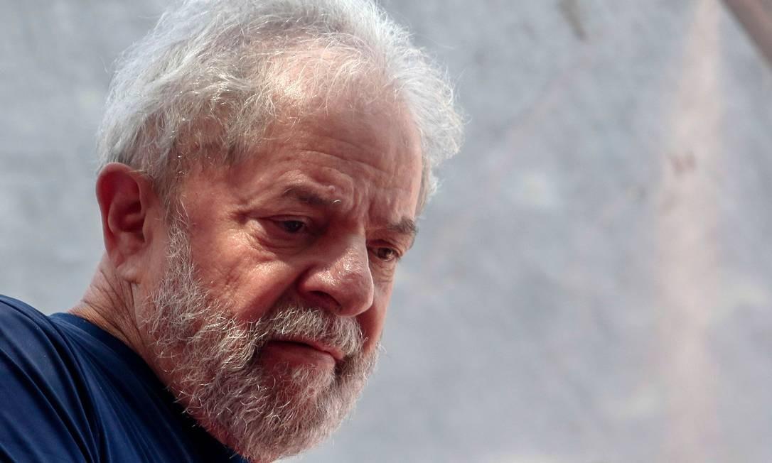 Lula durante missa em memória de dona Marisa Letícia, em São Bernardo do Campo Foto: MIGUEL SCHINCARIOL / AFP
