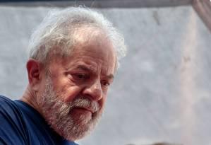 O ex-presidente Lula, que está preso em Curitiba Foto: MIGUEL SCHINCARIOL / AFP