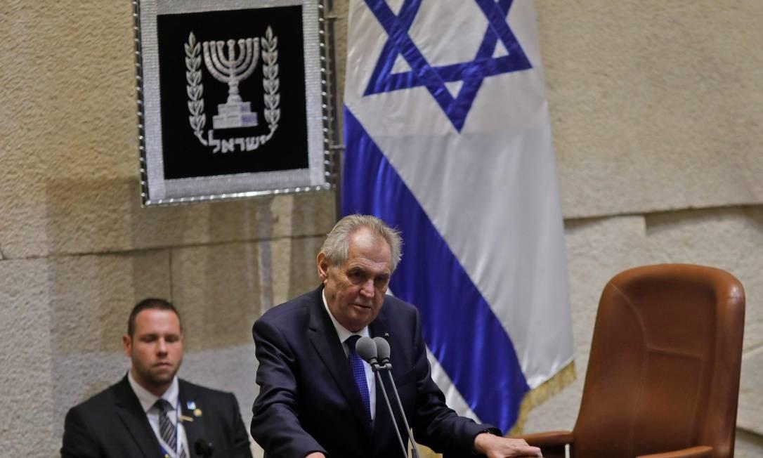 Presidente tcheco Milos Zeman discursa durante sessão do Parlamento israelense Foto: MENAHEM KAHANA / AFP