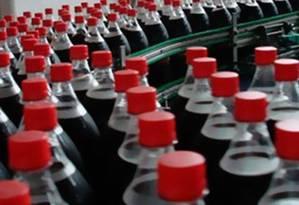 Bebidas adoçadas estão na lista dos produtos que terão que reduzir açúcar Foto: Agência O Globo