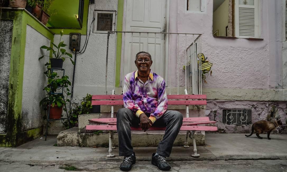 Wilson Moreira na vila onde morava. Compositor morreu em setembro Foto: Olivia Nachle / Divulgação