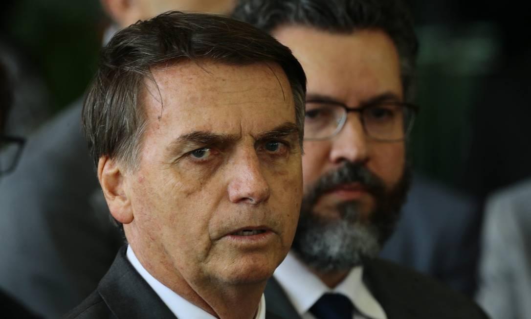 O presidente eleito, Jair Bolsonaro, ao lado do futuro ministro das Relações Exteriores, Nelson Ernesto Araújo Foto: Jorge William / Agência O Globo