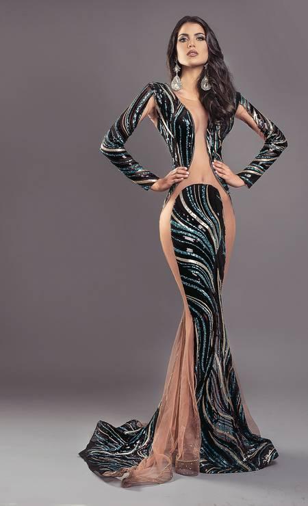 Nascida na Venezuela, Andrea Díaz tornou-se Miss Chile e virou símbolo das emigrantes dos concursos mundiais de beleza Foto: FOTO: @LUIGIPATTI / MAQUIAGEM: @HECTOR_SANCHEZL / ACESSÓRIOS: @YOELACCESORIOS / ILUMINAÇÃO: @RODRIGOMATUSP / VESTIDO: @ALEXS_CASTILLO / ASSISTENTE: @BEITATRIX / Agência O Globo