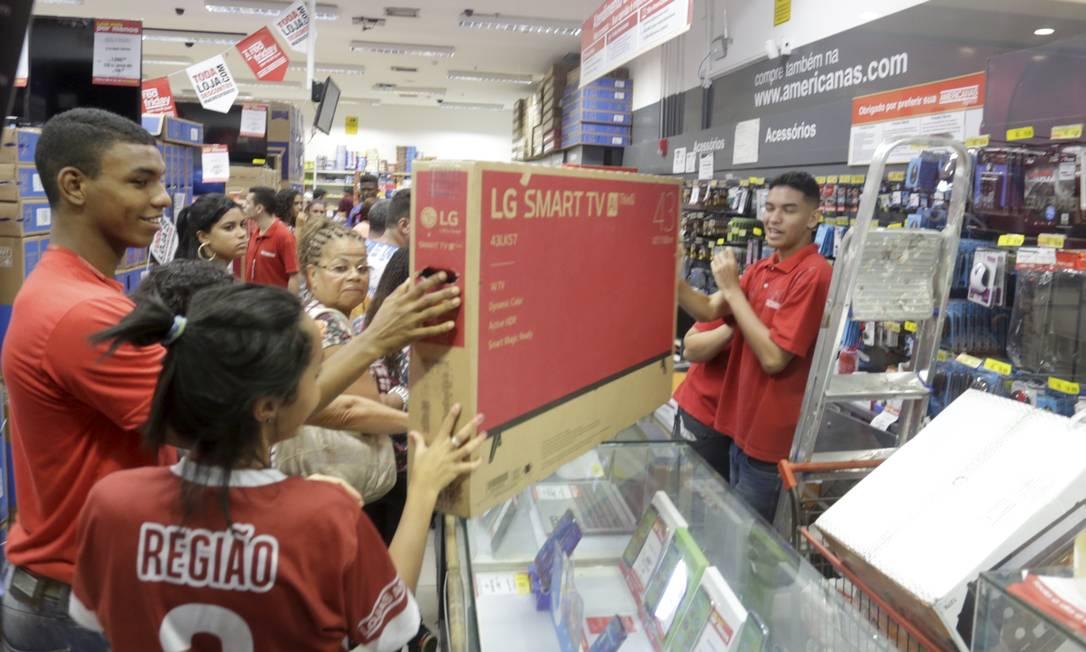 Black Friday no Norte Shopping: eletrônicos puxaram a alta das vendas online Foto: Marcelo Theobald / Agência O Globo