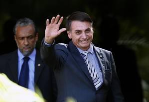 O presidente eleito Jair Bolsonaro ao chegar no CCBB, onde funciona o gabinete de transição Foto: Jorge William / Agência O Globo
