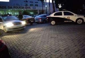 A movimentação das equipes na Cidade da Polícia Foto: Letícia Gasparini / Agência O Globo