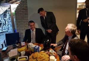 Presidente eleito do Brasil, Jair Bolsonaro, se reúne com conselheiro de Segurança Nacional dos EUA, John Bolton Foto: Divulgação/Assessoria de Imprensa de Jair Bolsonaro