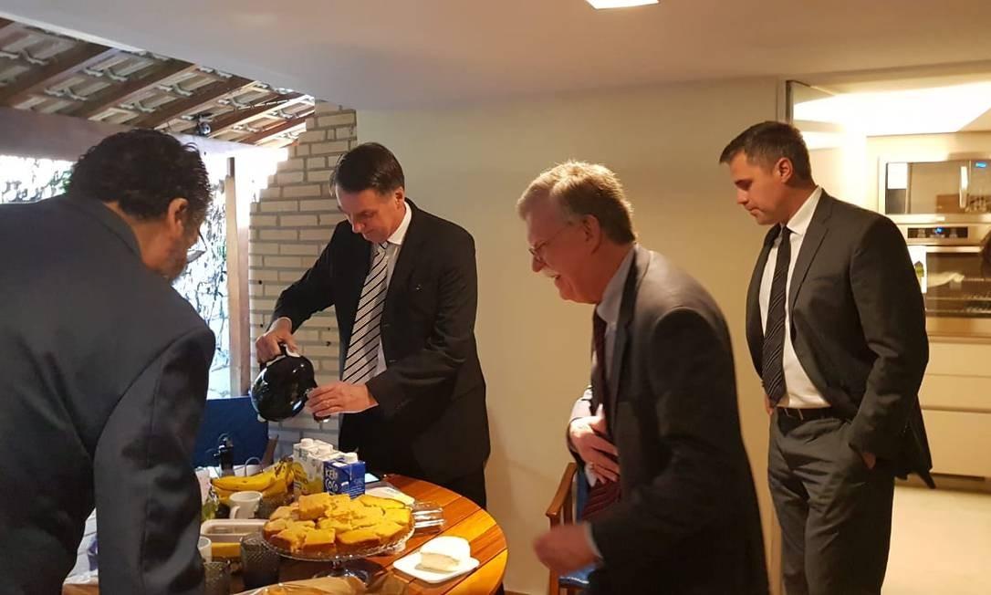 Jair Bolsonaro e John Bolton tomam café da manhã em reunião no Rio Foto: Divulgação/Assessoria de Imprensa de Jair Bolsonaro