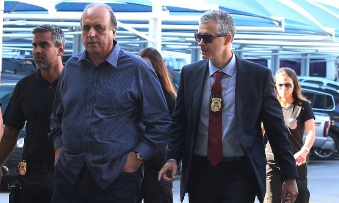 O governador Pezão na chegada à sede da Polícia Federal no Rio de Janeiro Foto: Fabiano Rocha / Agência O Globo