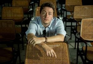 """O jornalista britânico Johann Hari, que lança no Brasil o livro """"Na fissura - Uma História do Fracasso no Combate às Drogas"""" Foto: Brenno Carvalho / Agência O Globo"""