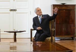 Presidente Sebastian Pinera (R) no Palácio de Santiago, em 28 de novembro Foto: CLAUDIO REYES / AFP