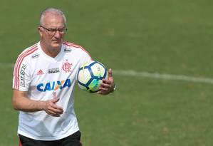 Dorival Júnior durante treino do Flamengo Foto: Gilvan de Souza