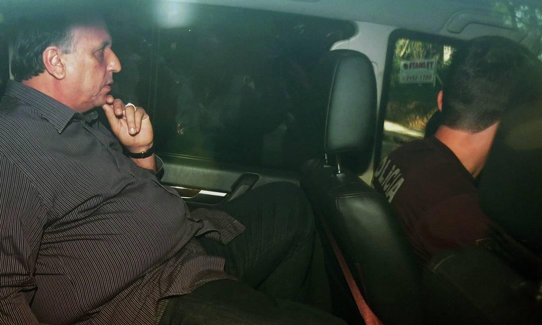 O governador do Rio, Luiz Fernando Pezão, ao ser levado preso pela Polícia Federal Foto: Márcio Alves / Agência O Globo