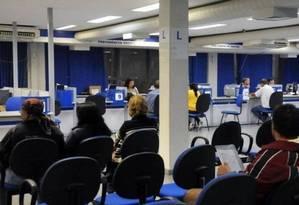 Agência do INSS: segundo a Previdência Social, trabalhador vive mais e precisa trabalhar por mais tempo Foto: Arquivo