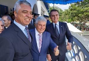 Ao lado do senador eleito Major Olímpio (PSL-SP) e do futuro ministro Marcos Pontes, Jair Bolsonaro acompanha evento militar em Guaratinguetá Foto: Divulgação/PSL