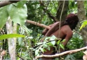 Índio isolado que a Funai conseguiu registrar em vídeo, apos 23 anos sem nenhum contato. Ele foi o único membro de sua tribo que sobrevive até hoje Foto: Reprodução / Agência O Globo