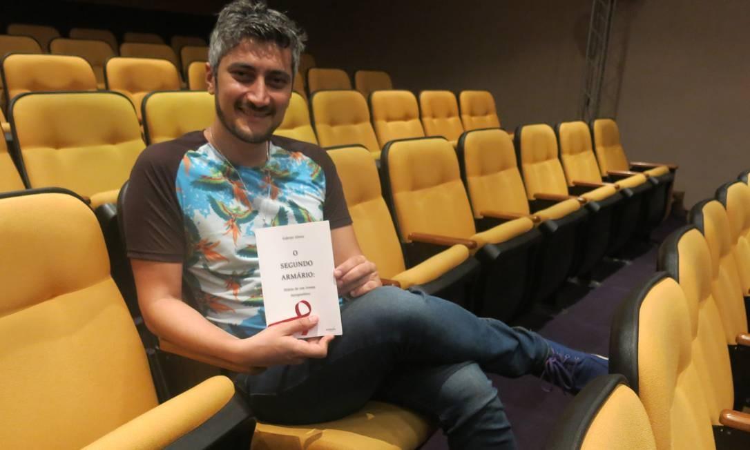 Salvador Corrêa. Livro narra suas vivências a partir da descoberta do HIV Foto: Patricia de Paula